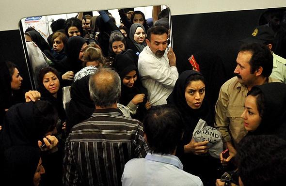 مترو آزاری؛ تهدیدی برای امنیت زنان